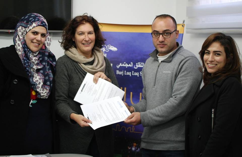 """برج اللقلق وارض الانسان الإيطالية يوقعان اتفاقية تجديد مشروع """"SAD"""" لمساندة أطفال القدس"""