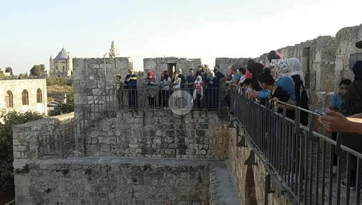 جمعية برج اللقلق تنظم  جولات بديلة على سور القدس