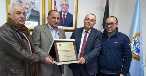 The Palestinian Minister of Culture Atef Abu Seif hands Burj Al-Laqlaq Society Center The Award Of The Islamic Organization For Education And Culture