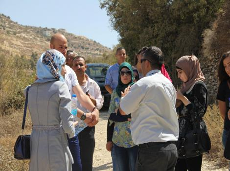 الرؤيا الفلسطينية وجمعية برج اللقلق ينظمان جولة إلى مدينة حلحول