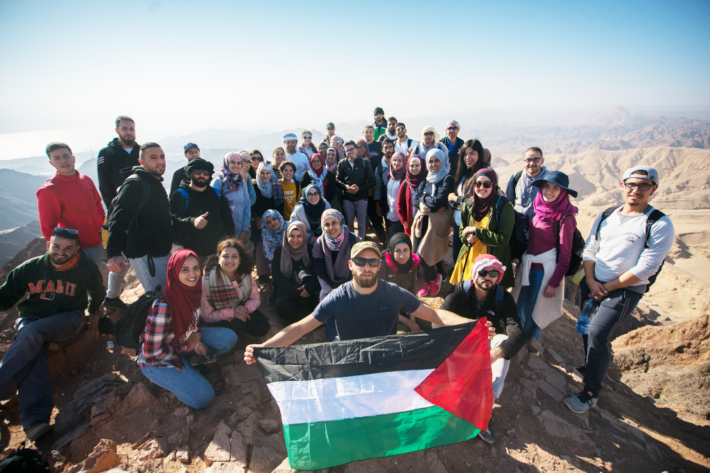 ضمن مشروع عيش البرج ٢ المرشد الشباب 3 يجول الجنوب الفلسطيني في معسكرا استكشافيا