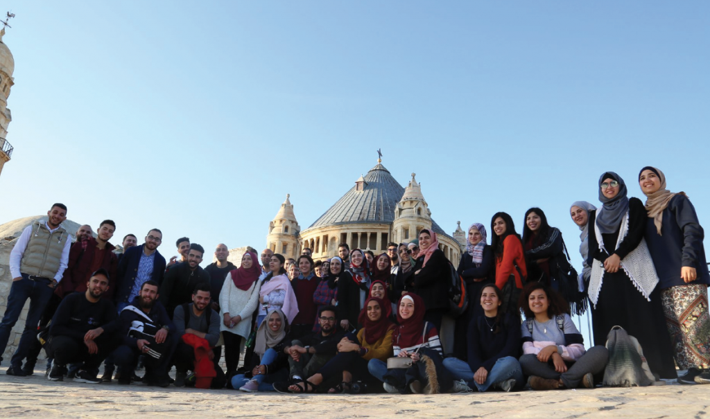برنامج المرشد الشباب 3 ينظم جولة لمدينة القدس ويبوس الاثرية