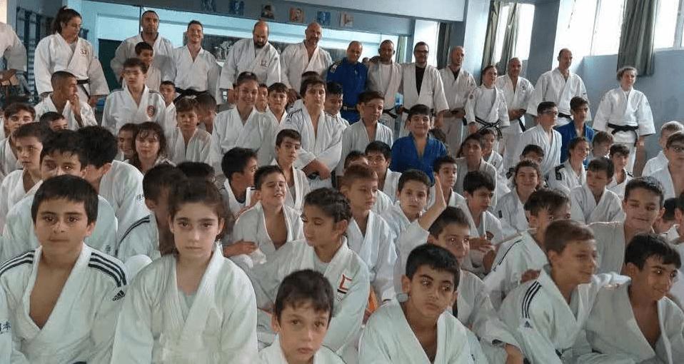 لاعبي جودو برج اللقلق يشاركون في معسكر دولي في اثينا