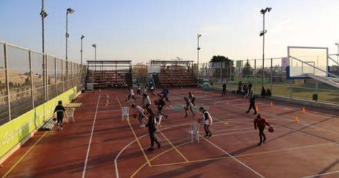دورة تدريبية متخصصة لمدربين رياضة كرة القدم وكرة السلة في جمعية برج اللقلق المجتمعي